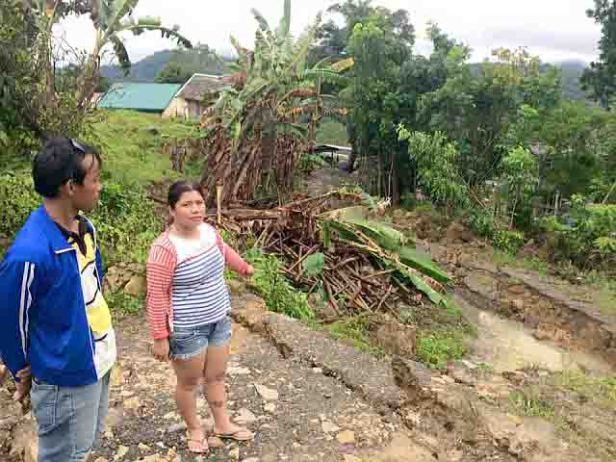 Massive landslide hits Sitio Tawagan 1, Sirao. (Photo by Nagiel B. Bañacia published by Cebu Daily News)
