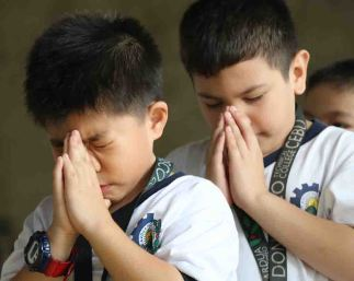 praying-young-bosconians